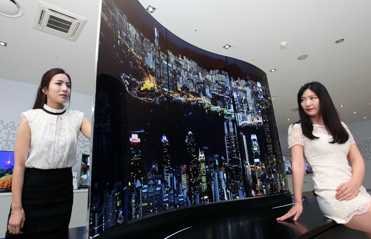Photo3) LG Display 111-inch Wave Double-sided Display