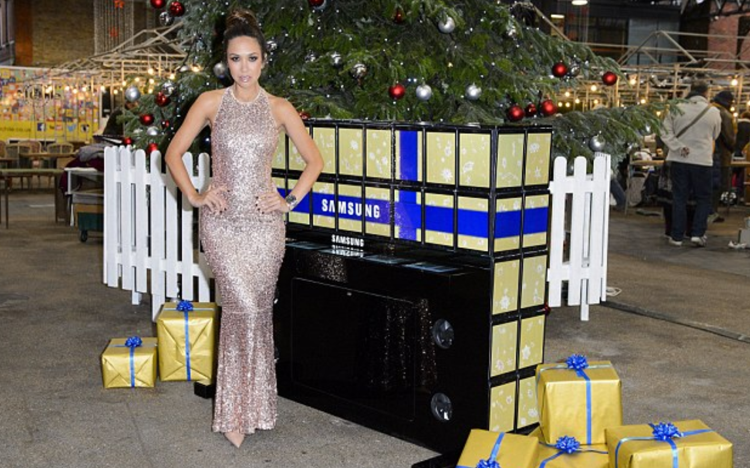 Classically-trained-pianist-Myleene-Klass-plays-a-piano-made-up-of-Samsung-Galaxy-Tab-S2-tablets-nbsp