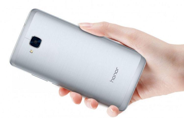 Honor 5C de la Huawei ajunge in Europa