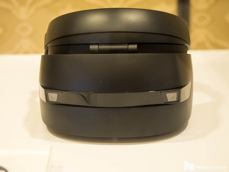 hp-windows-holographic-headset-front