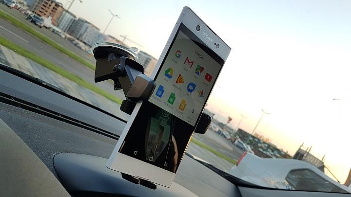 Easy One Touch 3, o solutie interesanta de suport auto pentru smartphone
