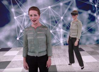 Julie White, Azure Corporate Vice President, folosindu-se de HoloLens 2 pentru a vorbi la keynote-ul Microsoft Inspire în limba japoneză, cu traducere automată.