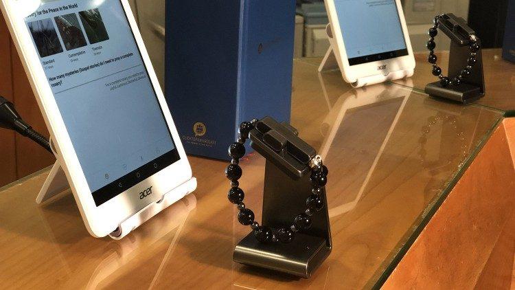 Vaticanul intră în era tehnologiei și lansează un rozariu smart (Click to pray eRosary) pentru credincioșii pasionați de tehnologie.