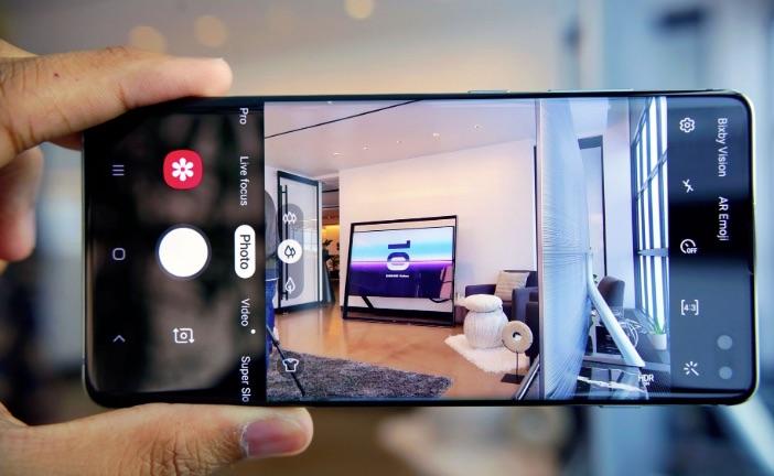 Aplicația Camera de pe mai multe modele de smartphone-uri are o vulnerabilitate ce permite unei aplicații terțe să citească informații detaliate de pe smartphone, fără să aibă permisiunea de a face asta.