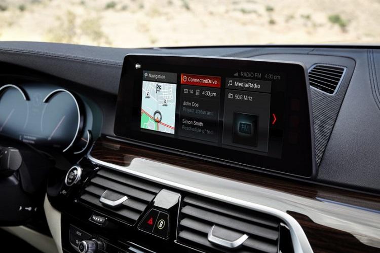 BMW a decis să ofere integrarea Android Auto (cu wired și wireless) în sistemele infotainment.