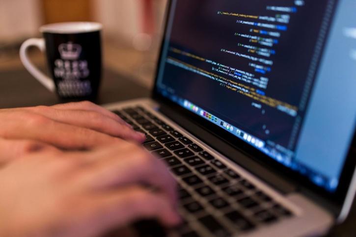 O listă cu site-uri ce oferă concursuri și probleme legate de programare.