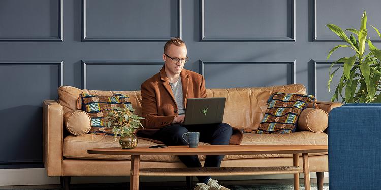 Pentru a ajuta societatea să treacă mai ușor peste pandemia COVID-19, Microsoft oferă gratuit Teams, soluția sa de colaborare online cu opțiuni de chat voce/text/video, conferință și partajare de ecran și fișiere.