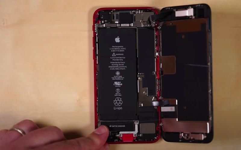 iFixit ne oferă o privire detaliată asupra interiorului noului iPhone SE, ediția 2020.