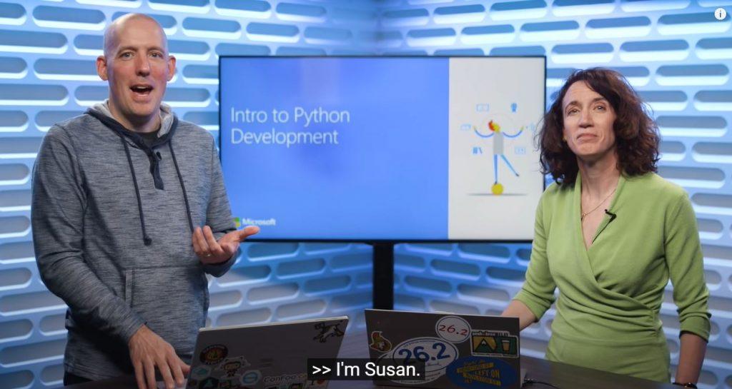 Vă recomand să parcurgeți cursurile video de introducere în programarea Python pentru data science și machine learning, oferite gratuit de către Microsoft.