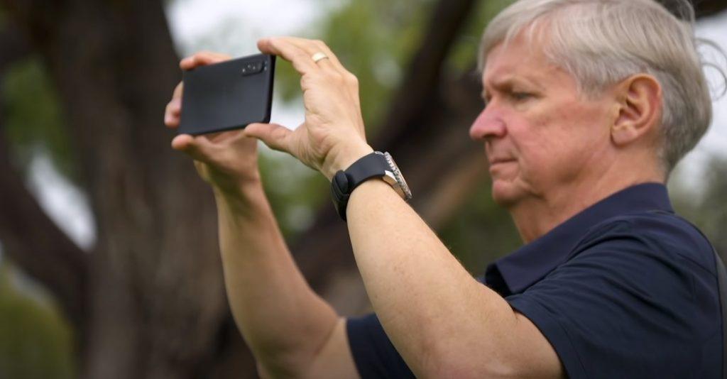 Pe canalul YouTube al Sony am găsit un material video în care fotograful profesionist Nick Didlick laudă camera smartphone-ului Sony Xperia 1 II. Sunt niște informații pe care merită să le știți!