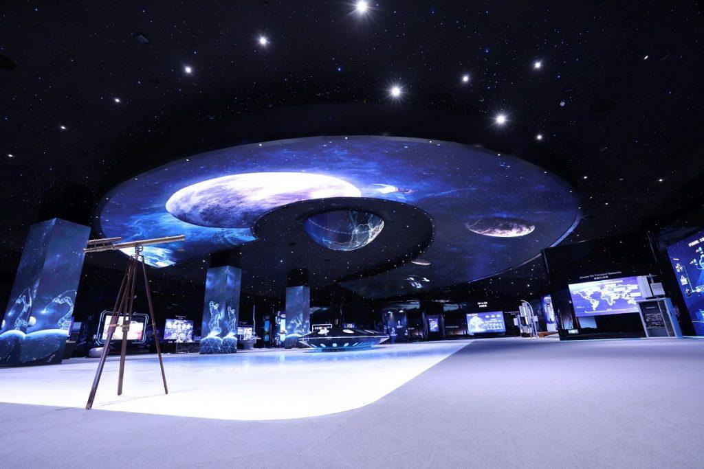 Huawei Galileo Exhibition Hall, din campusul Huawei din Shenzen, unde am făcut un tur virtual în care am văzut cum o să arate viitorul cu tehnologia 5G.