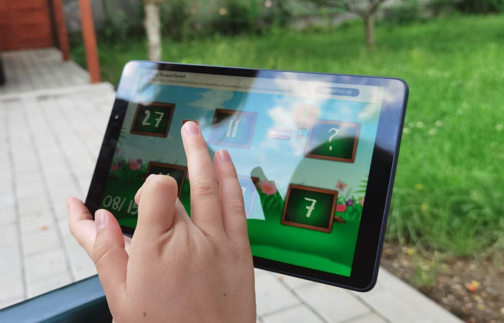 O tabletă este un instrument de distracție dar și unul care permite realizarea de activități educative în care copiii să continue procesul de învățare cu instrumente moderne.