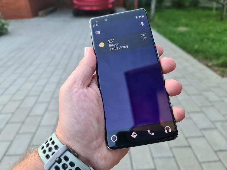 Android Auto funcționând pe Hauwei P40 Pro după instalarea Google Mobile Services.