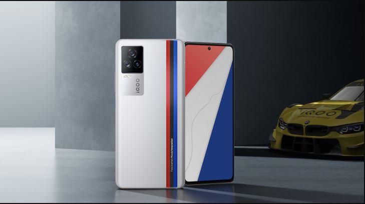 Fanii BMW au acum motiv de bucurie: IQOO a lansat modelul smartphone-ul Android iQOO 7 Legend, BMW edition.