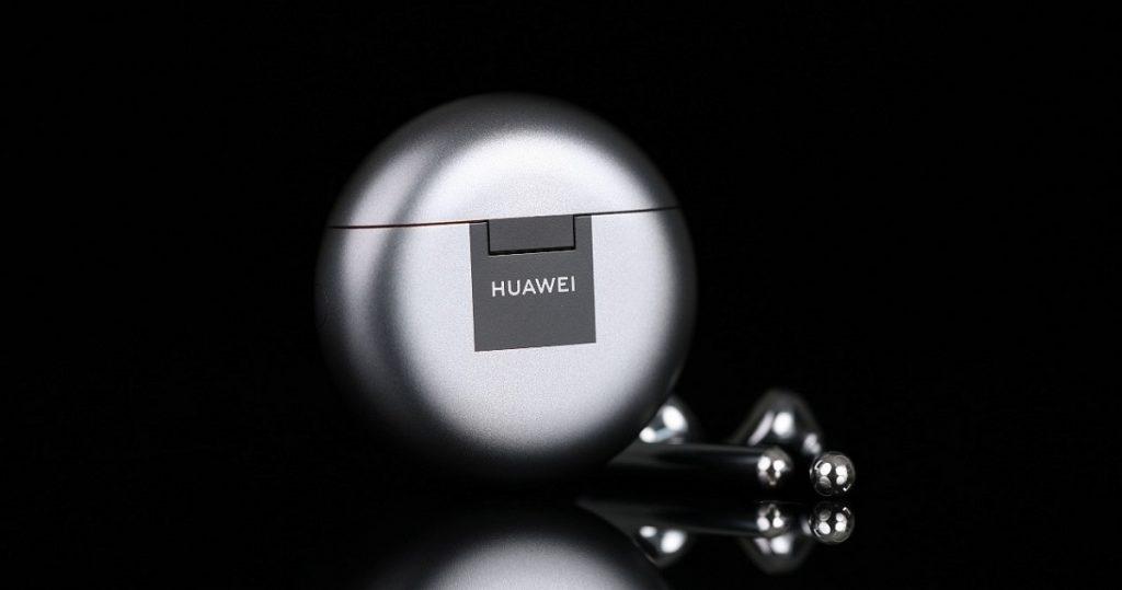 Huawei a lansat oficial căștile FreeBuds 4 Truw Wireless open-fit cu sistem de anulare activă a zgomotului și au un preț promoțional.