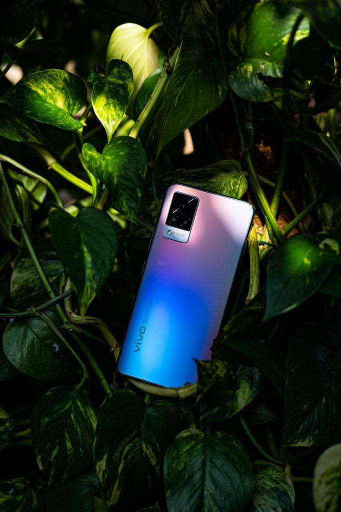 Ieri s-a lansat în România primul smartphone cu cameră selfie de 44MP și stabilizare optică: vivo V21 5G