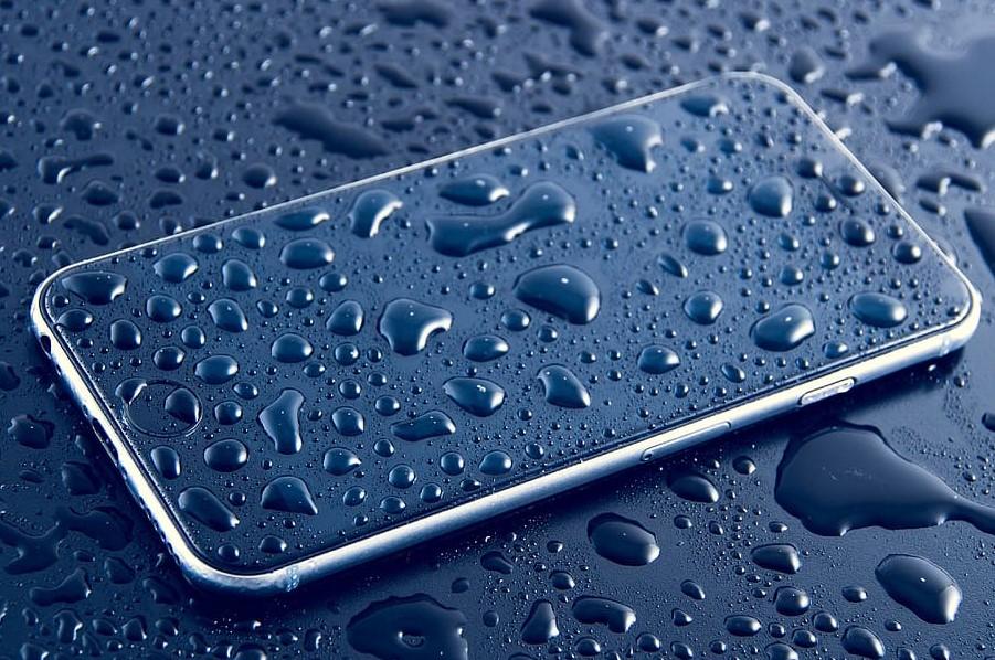 Cu ajutorul aplicației Android Water Resistance Tester puteți verifica cât de bine e închis smartphone-ul și dacă poate rezista la apă!
