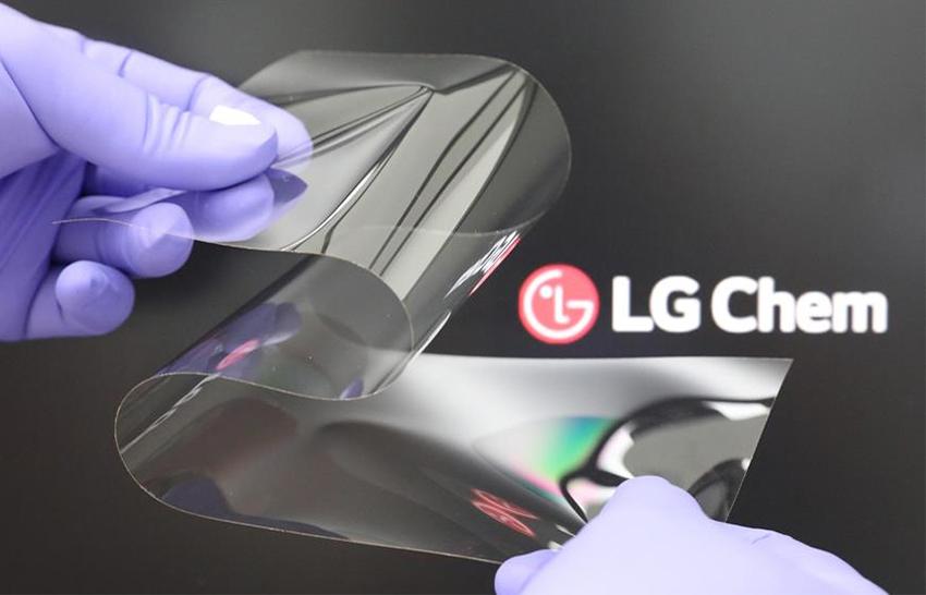 Noul display pliabil realizat de LG Chem vine să ofere o alternativă la actualele ecrane pliabile, unde se vede permanent locul de îndoire.