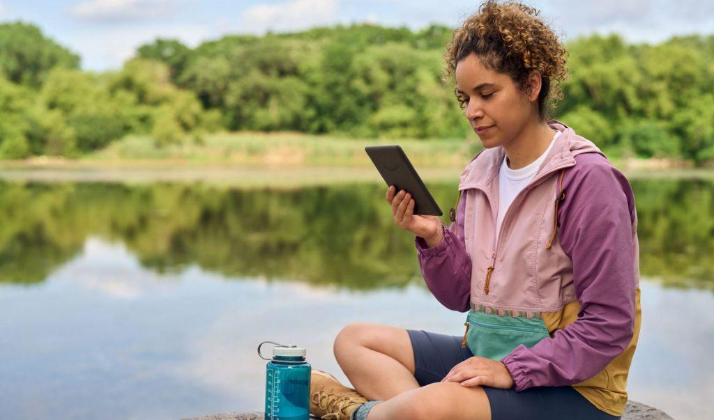 Deși nu le-a lansat oficial, Amazon permite deja precomenzi pentru Kindle Paperwhite 2021 începând cu 122 EUR.