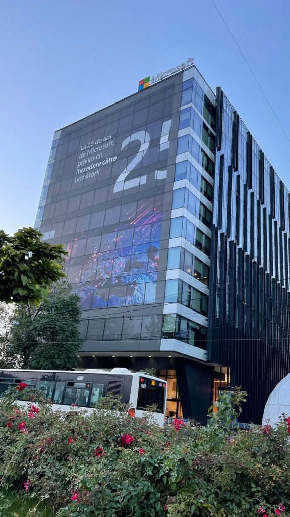 În urmă cu 25 de ani Microsoft deschidea oficial biroul din România și odată cu el începea creșterea sectorului IT.